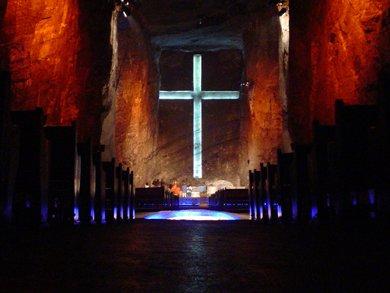 20090603022442-cruz-catedral-ziapquira.jpg